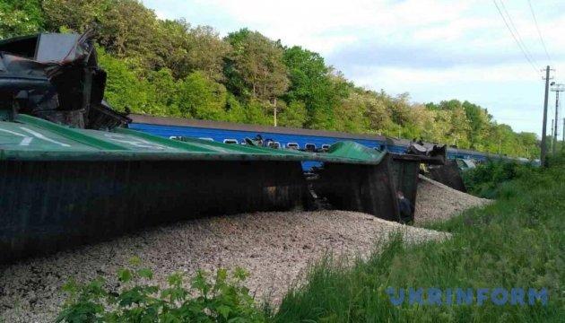 В Укрзалізниці є дві версії зіткнення поїздів на Хмельниччині