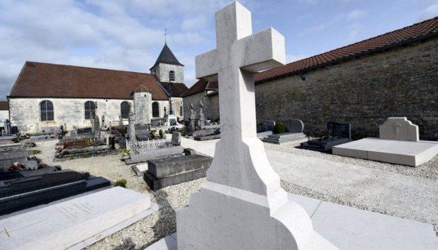 Божевільний пошкодив могилу де Голля