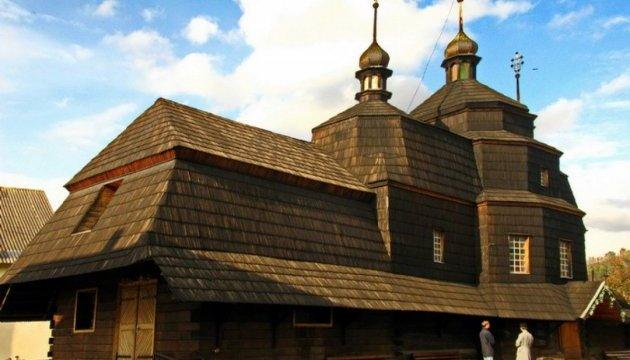 На Тернопольщине отмечает 300-летие деревянный храм, построенный без гвоздей