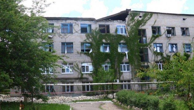 Обстріл Красногорівки: троє поранених, понад 40 пошкоджених будівель