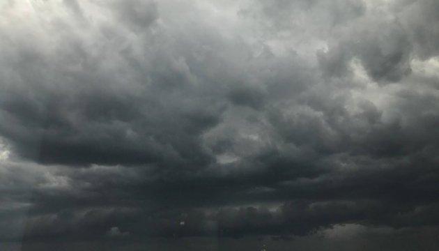 Ураган у Москві: шестеро загиблих, 40 поранених, Медведєву завалило ворота