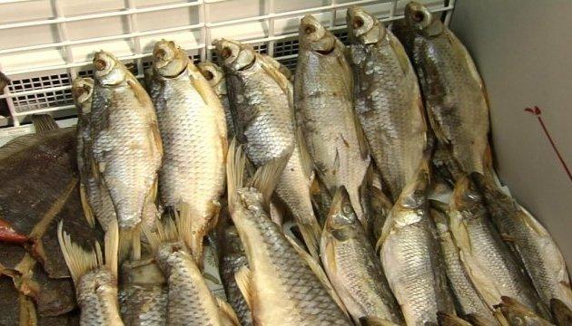 У Києві заборонили реалізацію в'яленої риби