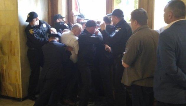 Депутати Львівщини вимагають покарати організаторів штурму облради