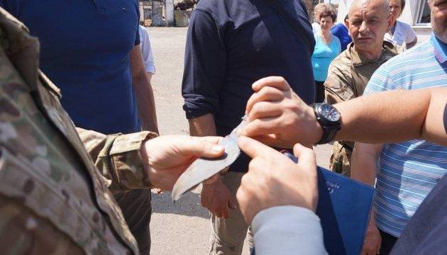 После обстрела боевиками в Красногоровке нашли осколки снарядов