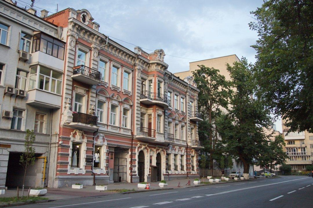 Київ, вулиця Лютеранська, 33 – будинок, у якому жив Костянтин Паустовський