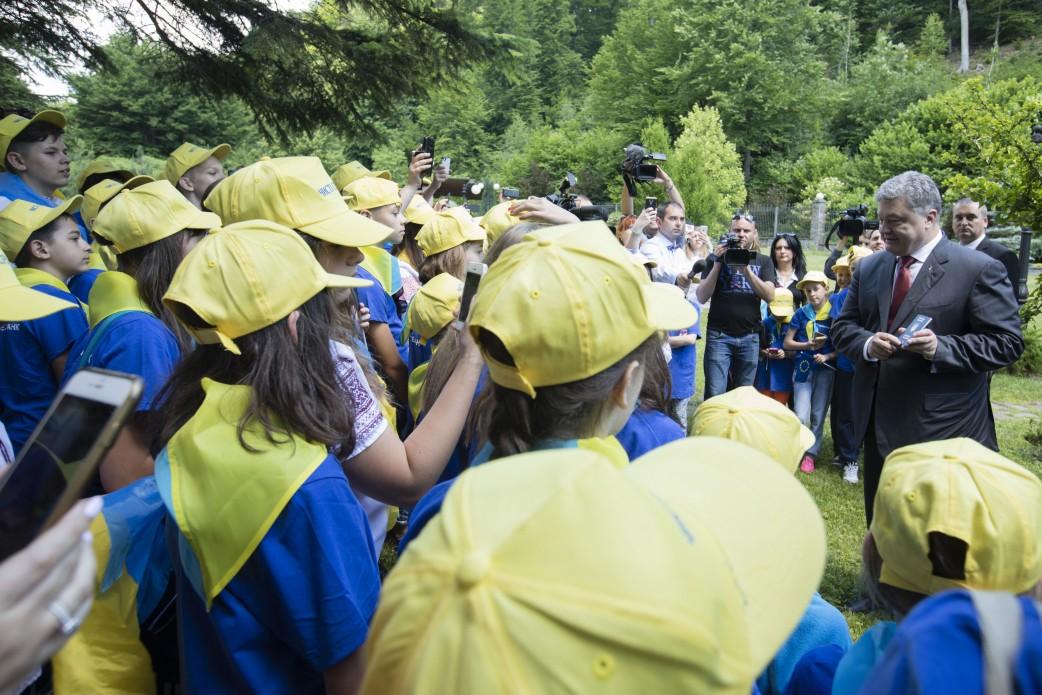 Порошенко відкрив символічні двері до ЄС наукраїнсько-словацькому кордоні