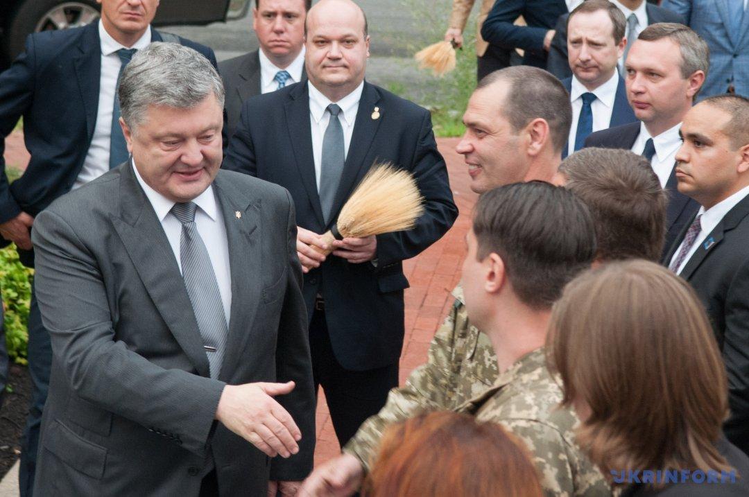 Петро Порошенко прибув на зустріч із українською громадою в США