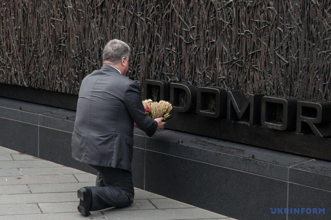 Президент України поклав житній вінок до Монументу жертвам Голодомору в Україні 1932-1933 рр. у Вашингтоні