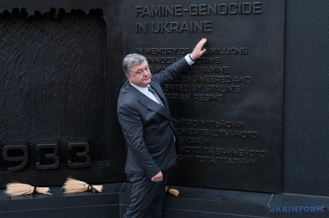 Президент України біля Монументу жертвам Голодомору в Україні 1932-33 рр. у Вашингтоні