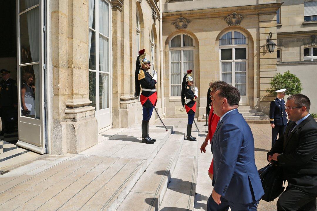 Макрон схвалив прохання про відставку міністра оборони