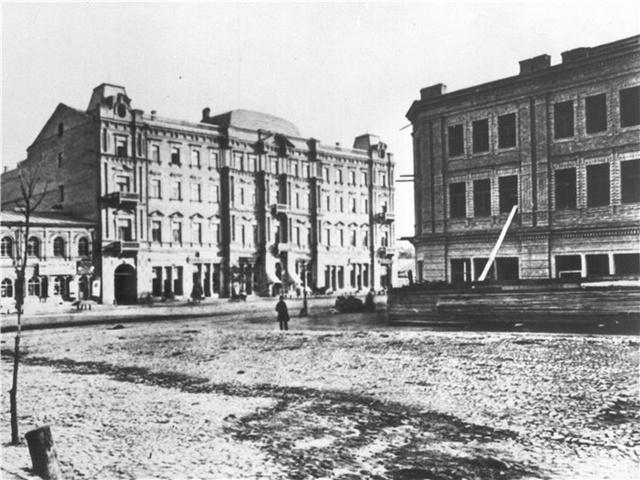 Початок будівництва 1874 рік