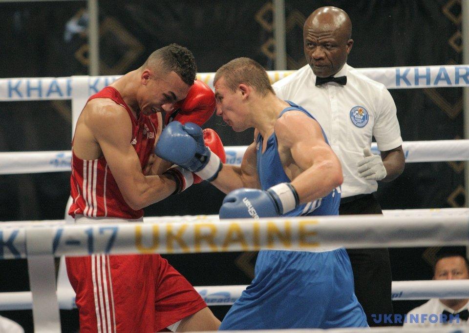 Александр Хижняк (Украина) (синяя форма) и Бенджамин Виттакер (Великобритания)