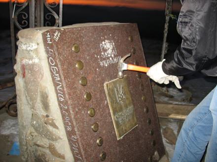 Знищення пам'ятника на Говерлі , 2007 рік