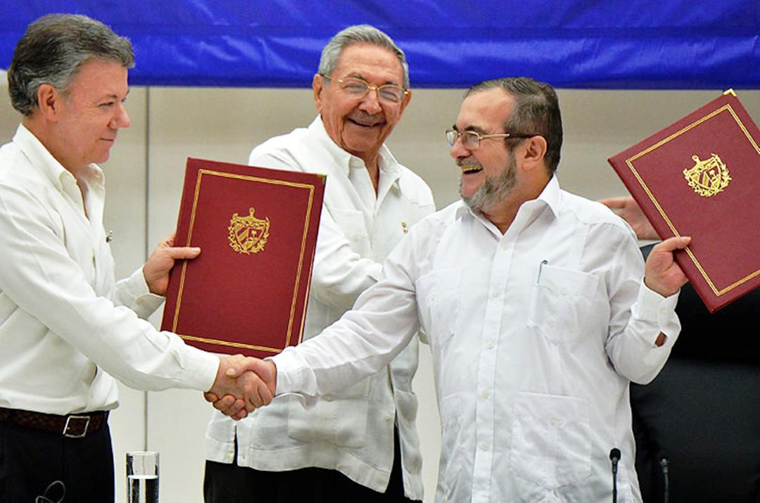 Підписання мирної угоди між президентом Колумбії Мануелем Сантосом та лідером ФАРК Родріґо Лондоньо (позивний – Тимошенко), в червні 2016 року, на Кубі