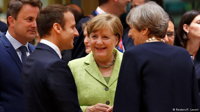 Макрон (л), Меркель (у центрі) та Мей (п) під час саміту ЄС у Брюсселі