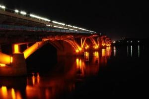 Kyjiw: Frau nach Sprung von Metro-Brücke aus Wasser gerettet - Foto