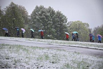Лето в Москве началось со снега