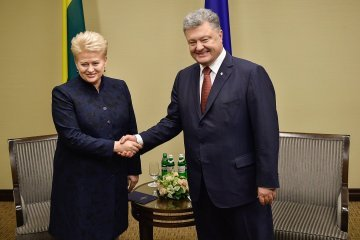 Poroshenko congratulates Lithuania on 100th anniversary of restoration of statehood