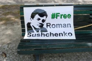 Aktion zur Unterstützung von Suschtschenko vor russischer Botschaft in Berlin