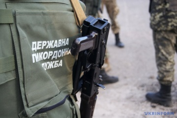 Ukrainian border guards come under fire from Russian territory