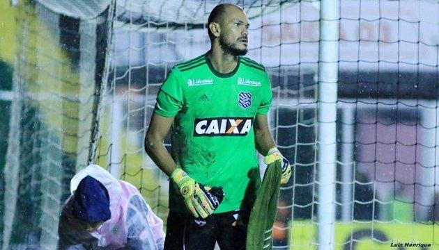 Бразильский голкіпер пропустив два м'ячі й втік зі стадіону на таксі