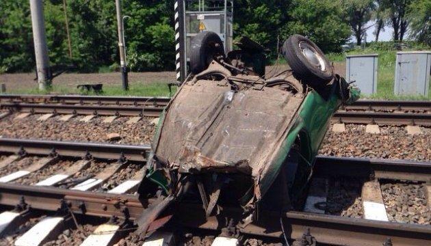 На Черниговщине пассажирский поезд пополам разорвал легковушку, есть погибший