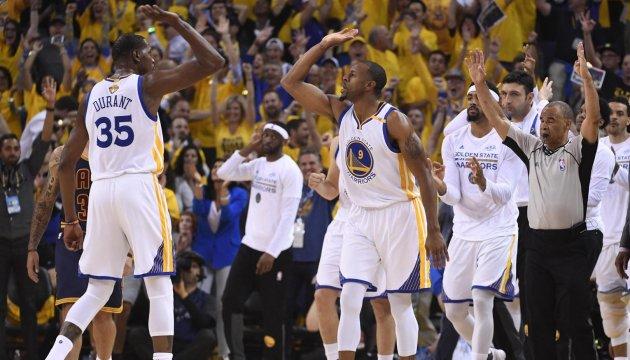 Финал плей-офф НБА: «Голден Стейт» начал с победы