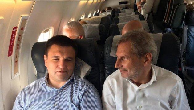 Pavlo Klimkine et Johannes Hahn  sont partis dans le Donbass
