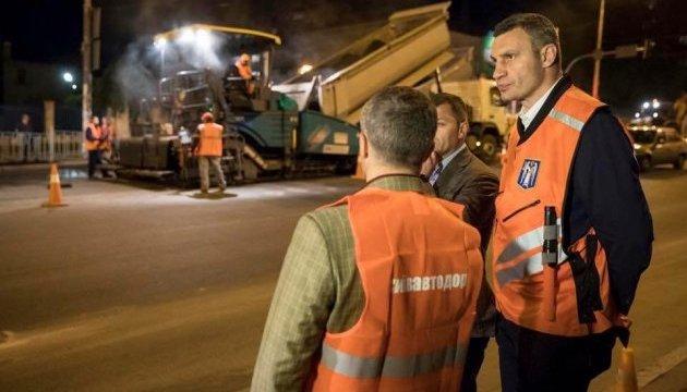 Кличко каже, що на відремонтовані дороги дають гарантію мінімум 5 років