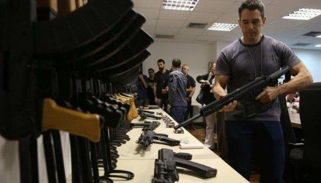 В аеропорту Ріо-де-Жанейро конфіскували 60 автоматів