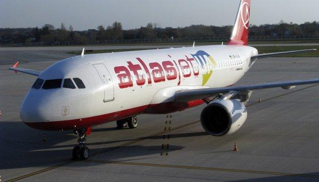 Пасажирів літака