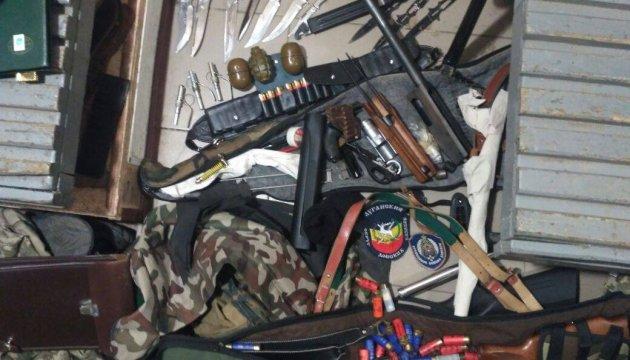 Двоє прикордонників везли із зони АТО арсенал зброї