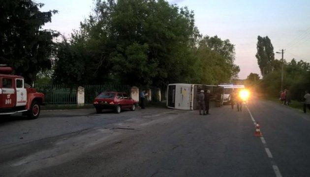 В Черкасской области перевернулся рейсовый автобус: есть пострадавшие