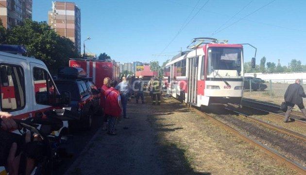У Києві трамвай переїхав підлітка