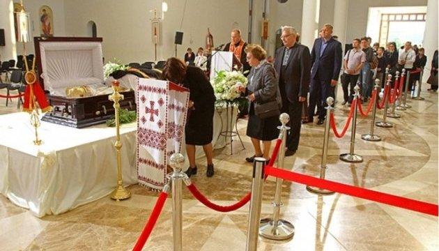 Тело Любомира Гузара привезли в Киев, храм для прощания открыт круглосуточно