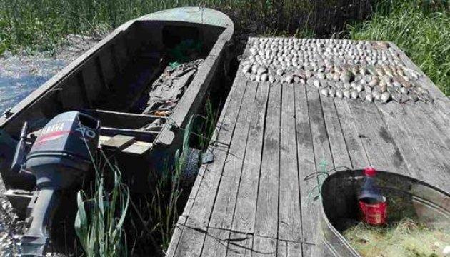 На Київському водосховищі спіймали браконьєрів із кілометром сіток