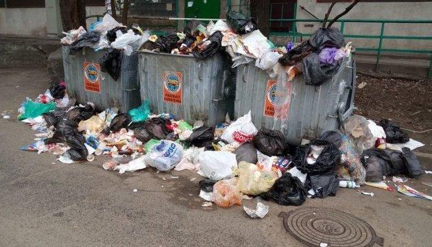 Молдавські соціалісти мало не побилися з лібералами через сміття