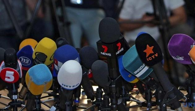 Порошенко і Гройсман привітали журналістів із професійним святом