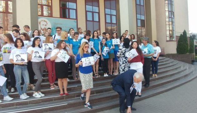 Information Policy Ministry, students hold action in support of journalists Sushchenko, Semena