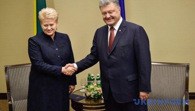 Poroshenko congratulates Lithuania on 100th anniversary of restoration of statehood