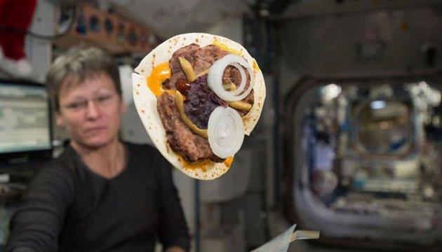 Астронавтів на МКС навчать пекти хліб без крихт