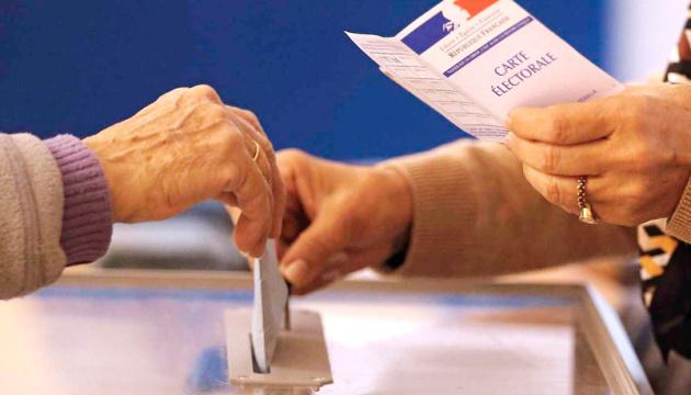 На виборах у Франції праві популісти Ле Пен і партія Макрона попередньо програють