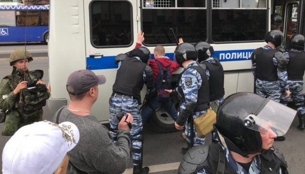 Акції у Москві: частина затриманих ночувала у відділках