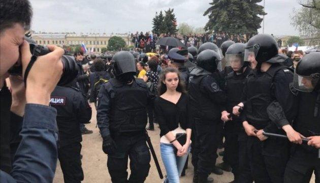 В Питере задержали более 300 участников антикоррупционной акции