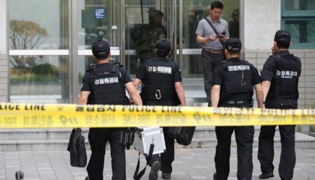 В университете Сеула взорвался пакет напичканный гвоздями