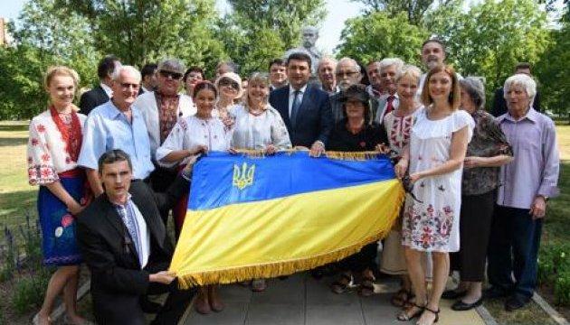 Гройсман у Хорватії вшанував пам'ять Шевченка і нагородив відзнаками діаспору