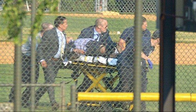 Конгресмену, якого поцілили на бейсбольному полі, роблять операцію