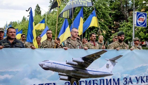 Третья годовщина катастрофы ИЛ-76: в Украине почтили память 49 погибших