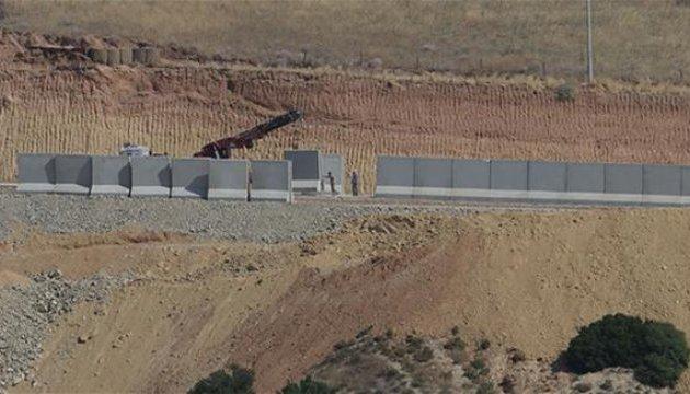 Туреччина відгородилась від Сирії 700-кілометровою стіною