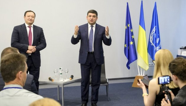 PM Groysman promises to bring Ukrainian roads to proper condition in 5-7 years